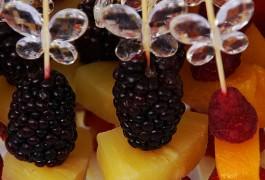 brochetas de frutas boda