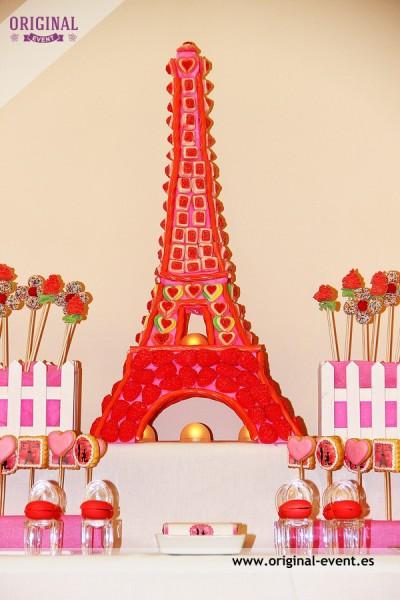 torre eiffel de golosinas mesa dulce